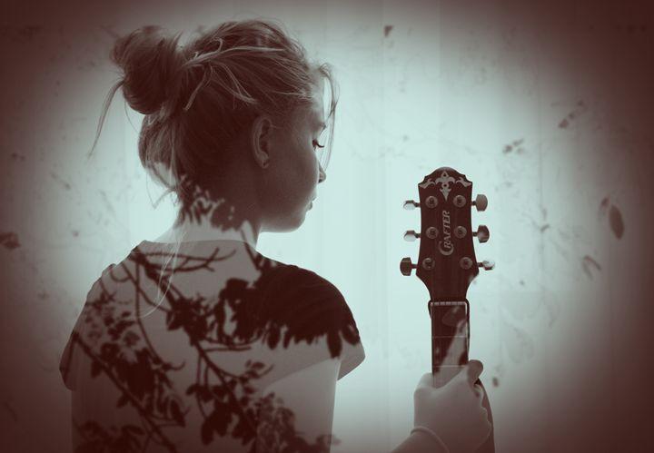Guitar girl - ME