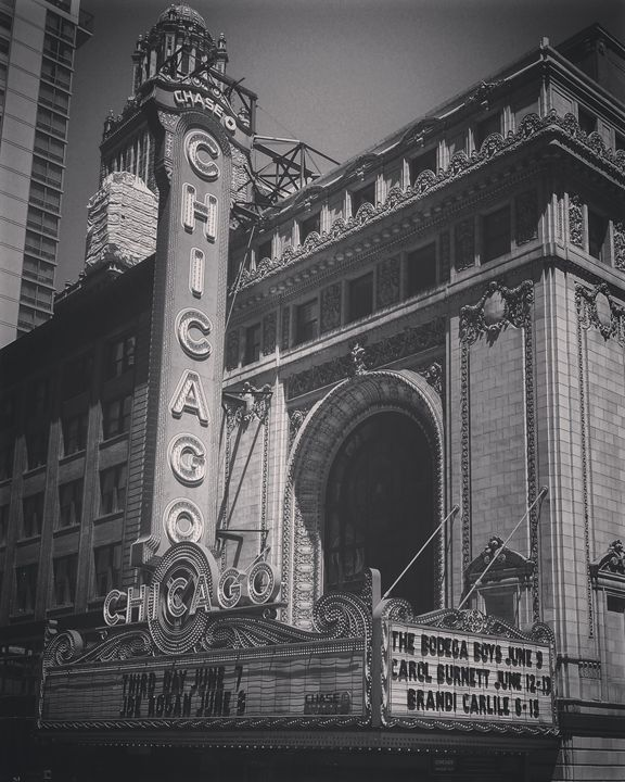 Chicago Theater in Black and White - Amanda Hovseth