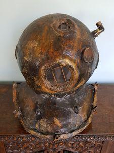 Diving helmet sculpture - ArtNouvelle