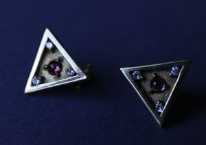 Triangle 14K earring
