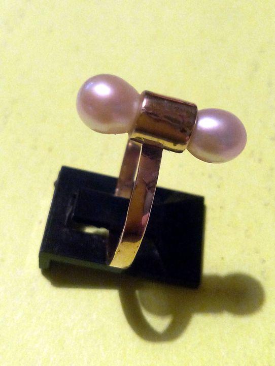 2 Pearls Ring - JBiro