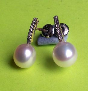 14K. diamond and Pearl earring