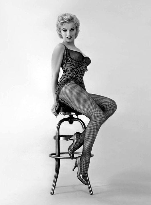 Blond bomb shell marilyn Monroe star - The Muirhead Gallery