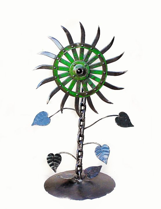 Recycled Sunflower Yard Art - Raymond Guest Metal Art at Recycled Salvage Design