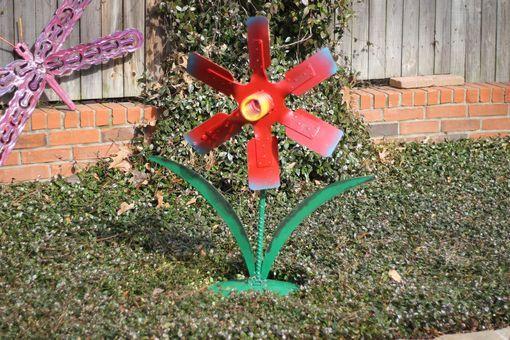 0f6012ece77 metal Flower Garden Sculpture - Raymond Guest Metal Art at Recycled ...