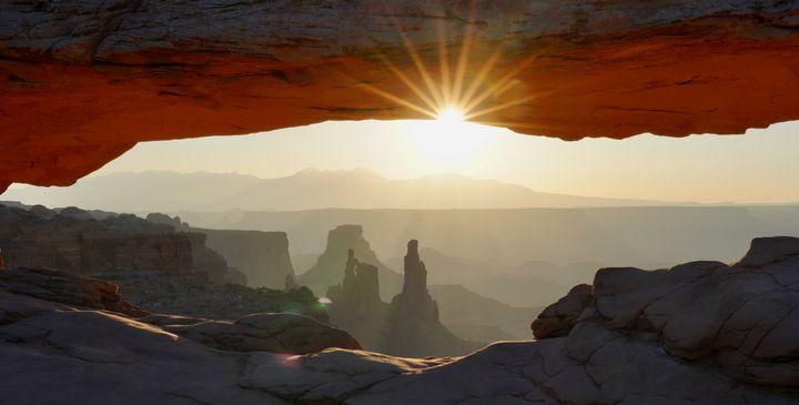 Sunrise Arch - Aaron Schantz Photography