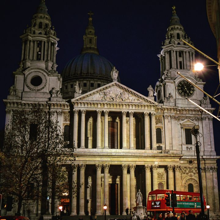 St pauls cathedral portrait - Still and motion media