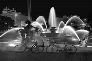 Sweethearts at the Nichols Fountain - Catherine Sherman