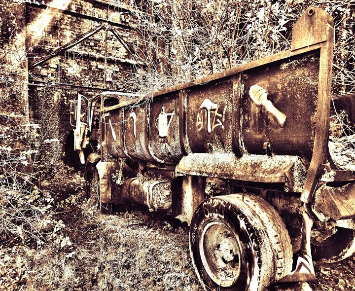 Abandoned Truck - Dan Jones Photography