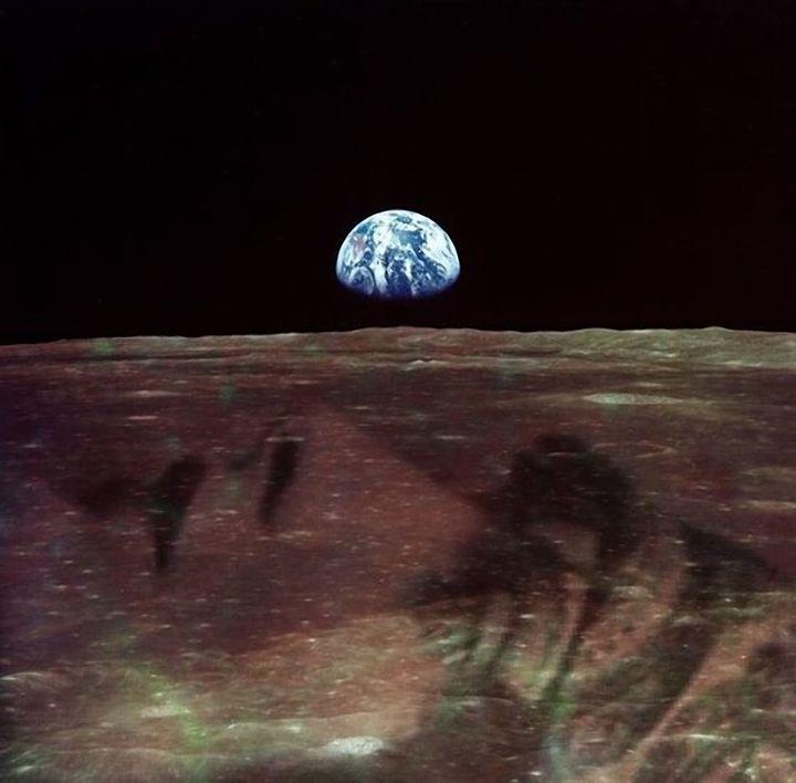 face in the lunar surface - Manic StreetArt design
