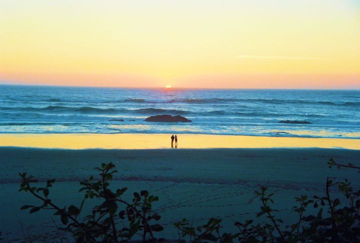 A Walk On The Beach - Richard W. Jenkins Gallery