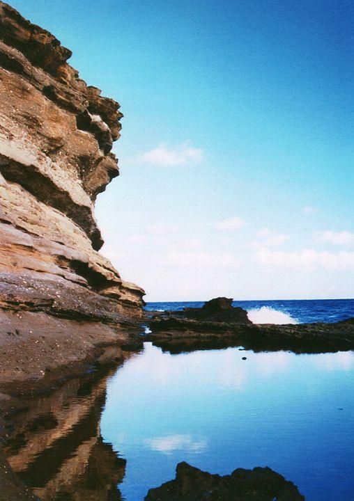 Cliff on Hawaiian Beach - Carlos' Art Works