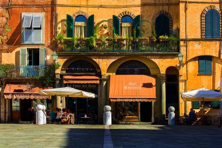 Lucca Plaza - Transchroma Photography