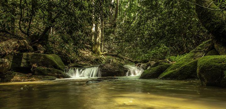 Mossy waterfall - Scott McKay Photography