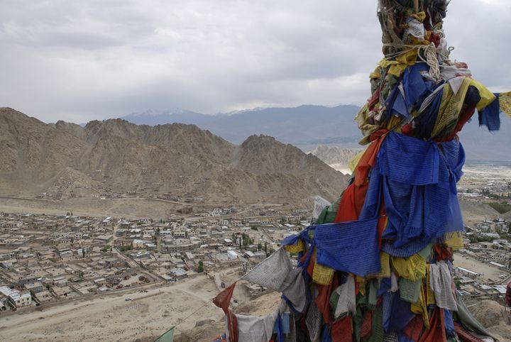 prayer flags overlooking leh - easywind
