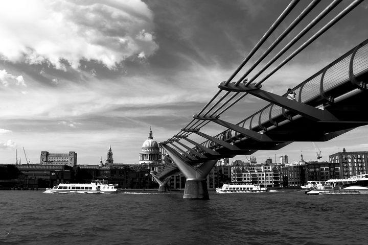 London Thames River - Bentivoglio Photography