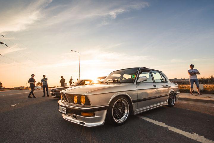 BMW E28 - PROPER Cars