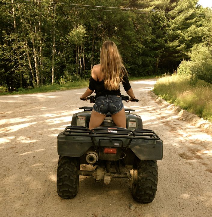 Country Livin' - Lizzy Lombardo