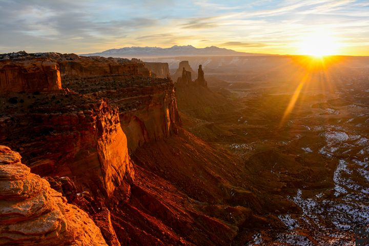 Sunrise in Canyonlands - Sam Wood Photograph-@natures_perspective