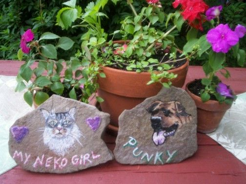 Airbrushed Pet Stones - The Bear Crossing Shop