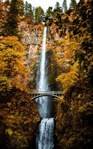 Fall at Multnomah Falls, Oregon