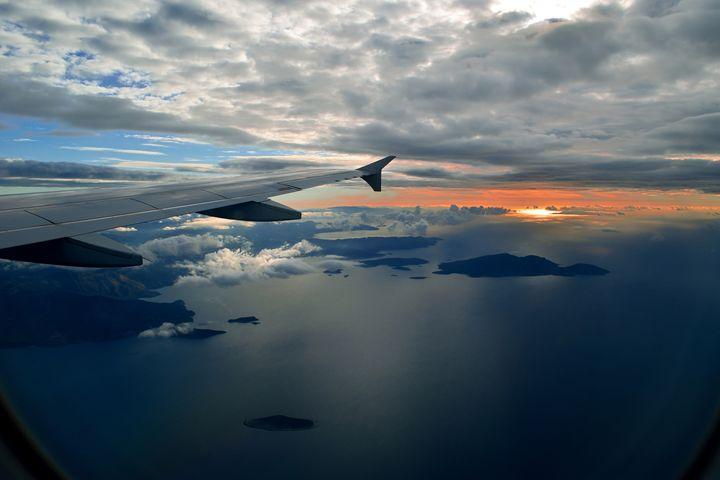 Between Sky and Sea - Spyfox Art
