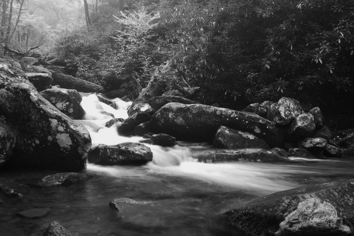 Black and white waterfall picture - Rylan's Amazing Photography