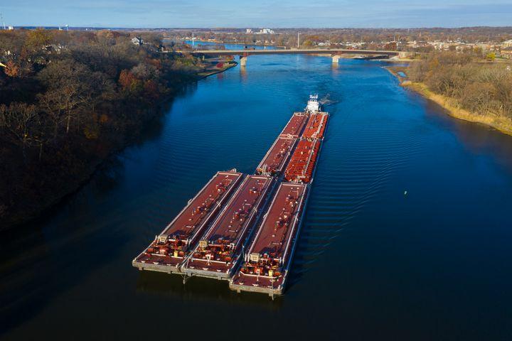 Barge on the Illinois River at Ottaw - Steve Gadomski