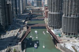 Chicago River Bridgelift - Steve Gadomski