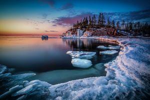 Icebergs at Black Beach