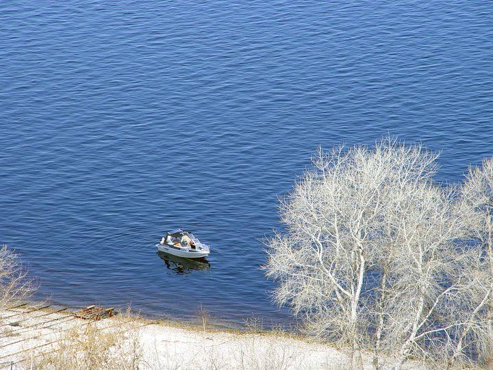 boat in the bay - Olga Kudryavskaya