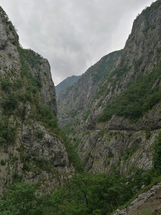 a gorge in the mountains. - Olga Kudryavskaya