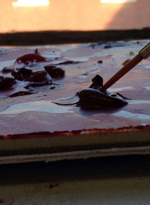 Painting at sunset - Tessa Tomasi