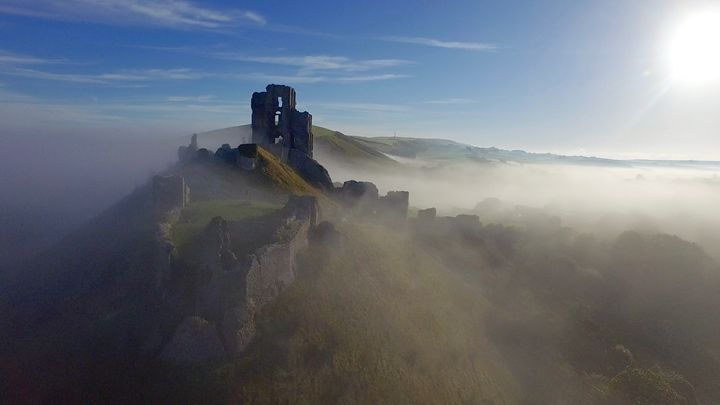 Corfe Castle in the mist - Petehazellphotography