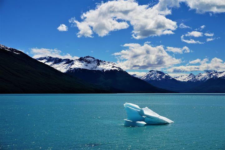 Lonely Iceberg - R.Gourley