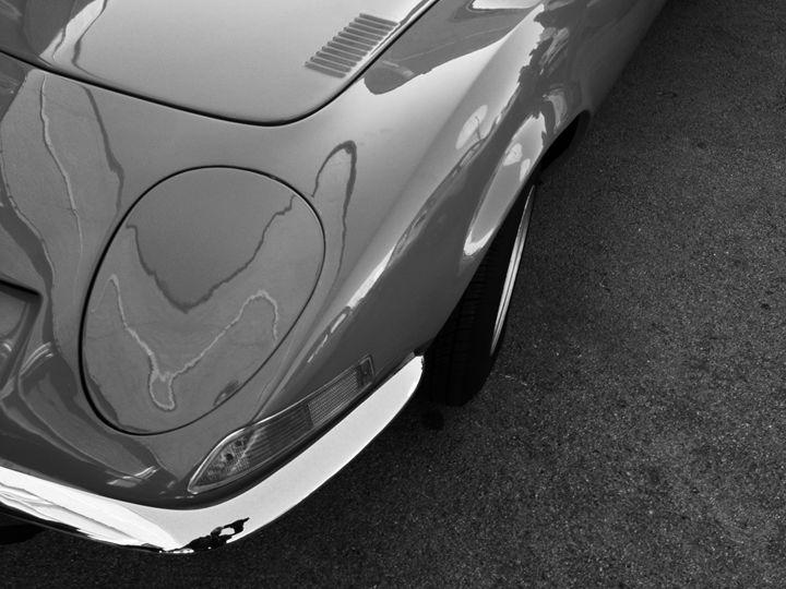 black and white sportscar - Ruben Barcelona