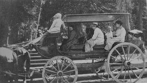 Yellowstone Stagecoash 1915