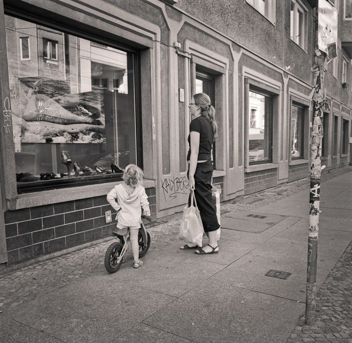 Berlin: woman and child - Ron Greer Photography