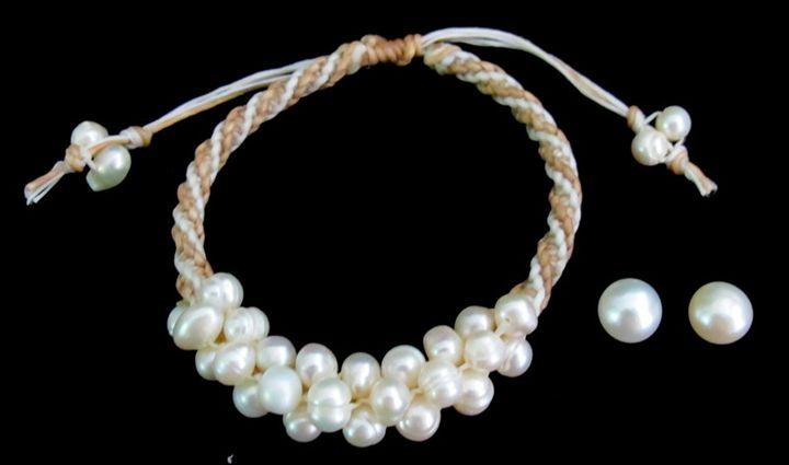 Ivory Freshwater Pearl Bracelet - Handcrafted jewelry FashionJewelryForEveryone.com