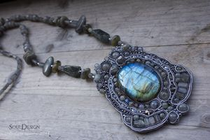 Necklace with labradorites