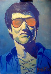 BRUCE LEE WITH ORANGE GLASSES