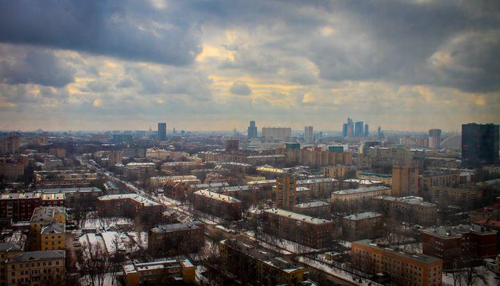 Snowing in Moscow - helderjmo