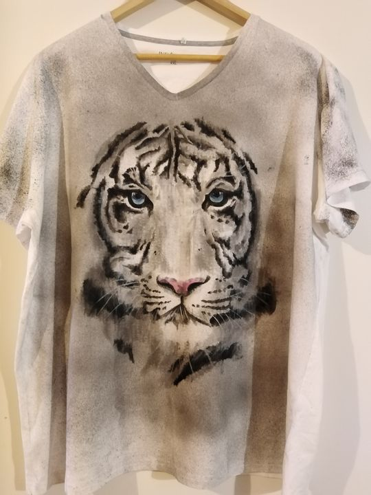 Hand painted t-shirt - Cocca Virginia