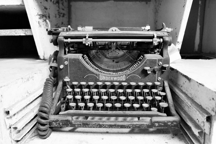 Antique Typewriter II - Photowalker