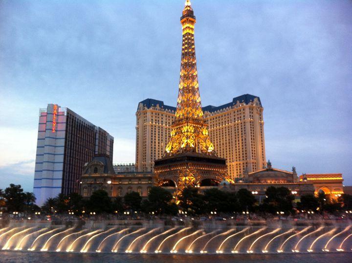 Paris Las Vegas - Tim Thompson