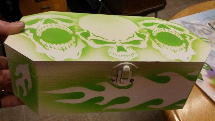 Airbrushed Skulls and Flames Box - Acro Arts