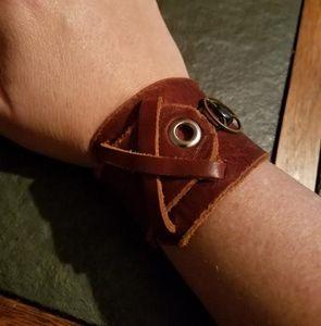 "7"" Leather cuff unisex"