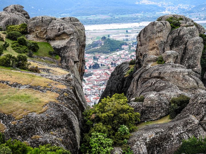 View of the Meteora Valley - stuts