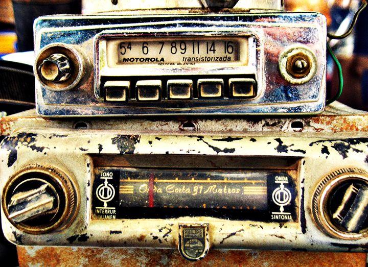 Vintage car radios - Felix Padrosa
