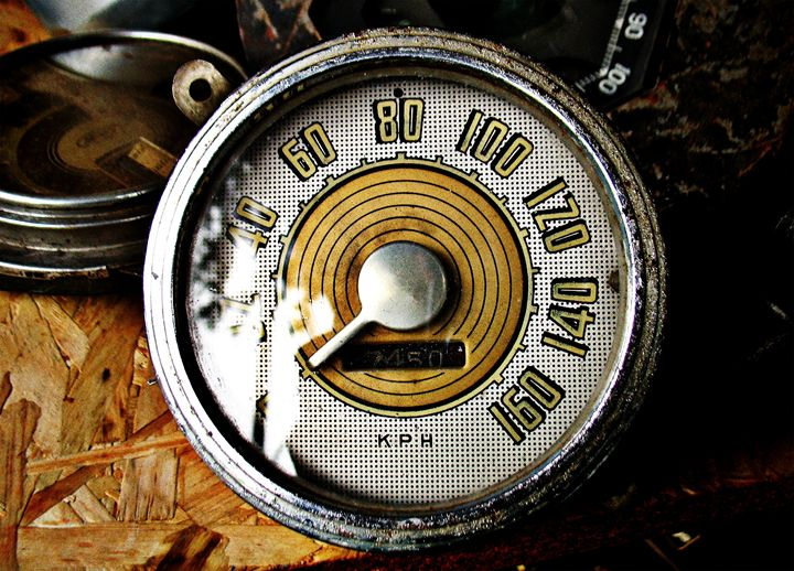 Vintage automobile speed gauge - Felix Padrosa